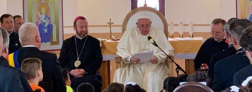 El Papa, con los gitanos rumanos de Blaj