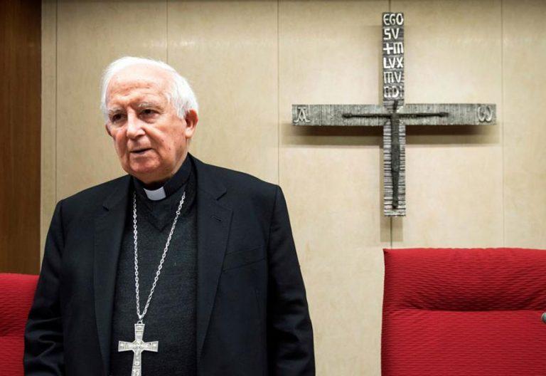 el cardenal antonio calñizares en la mesa presidncial de la asamblea plenaria en la sede de la conferencia episcopal