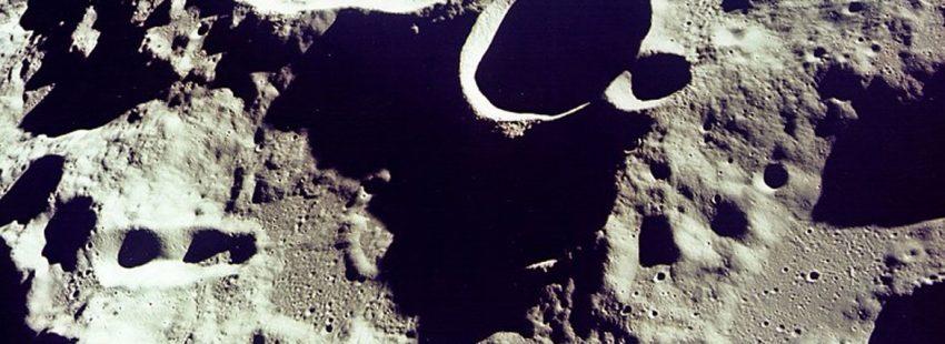 luna satélite crater