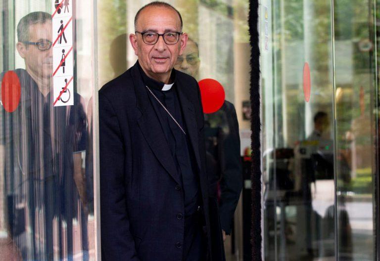 el cardenal arzobispo de Barcelona, Juan José Omella, sale el 12 de julio de 2019 del juzgado de declarar de un juzgado de la Ciudad Condal como investigado por un presunto caso de falsificación de documento en el caso de Miguel Ángel Barco, secularizado por Roma