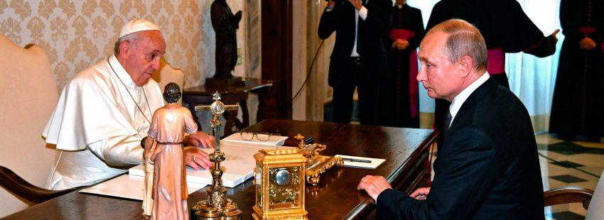 Francisco recibe a Putin