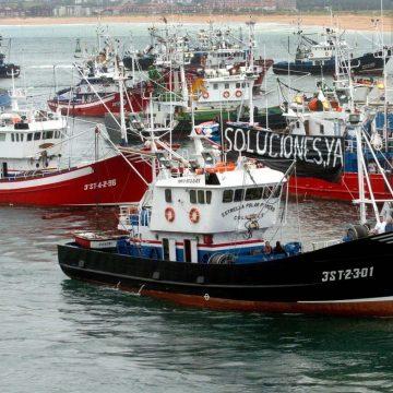 protesta barcos de pesca apostolado del mar