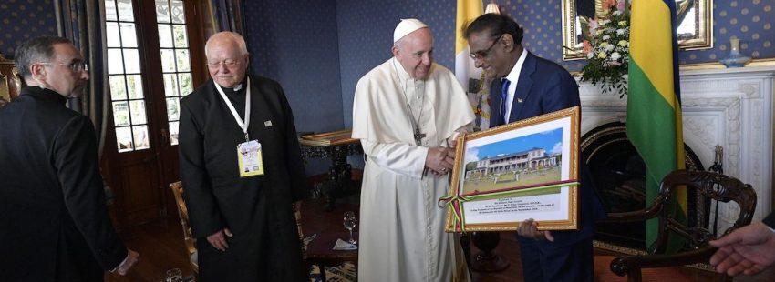 El papa Francisco con el presidente de Mauricio