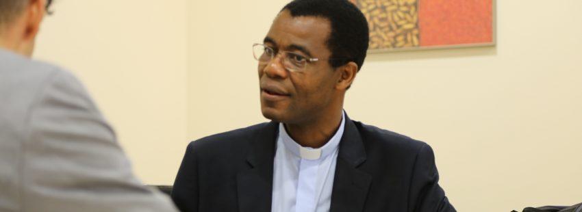 El secretario general de la Obra Pontificia de San Pedro Apóstol, Guy Bognon