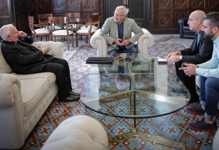 El cardenal arzobispo de Valencia, Antonio Cañizares, y el alcalde de Valencia, Joan Ribó, en un encuentro