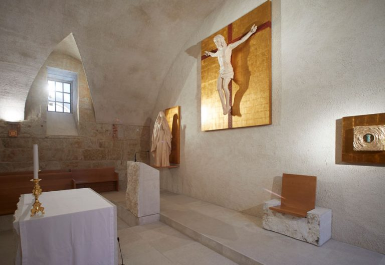 capilla-de-la-Universidad-Pontificia-de-Salamanca obra del arquitecto Pablo Guillén Llanos y premiada con el 'Nobel' de los arquitectos