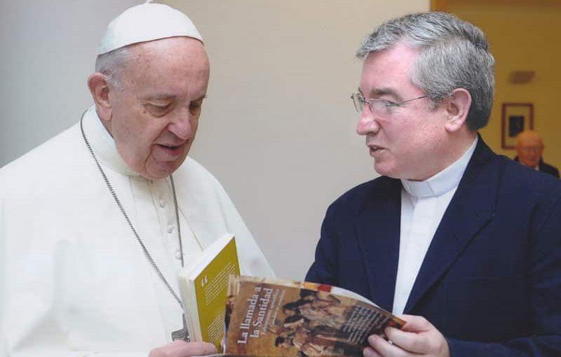 Fernando Prado presenta Intergentes al Papa Francisco