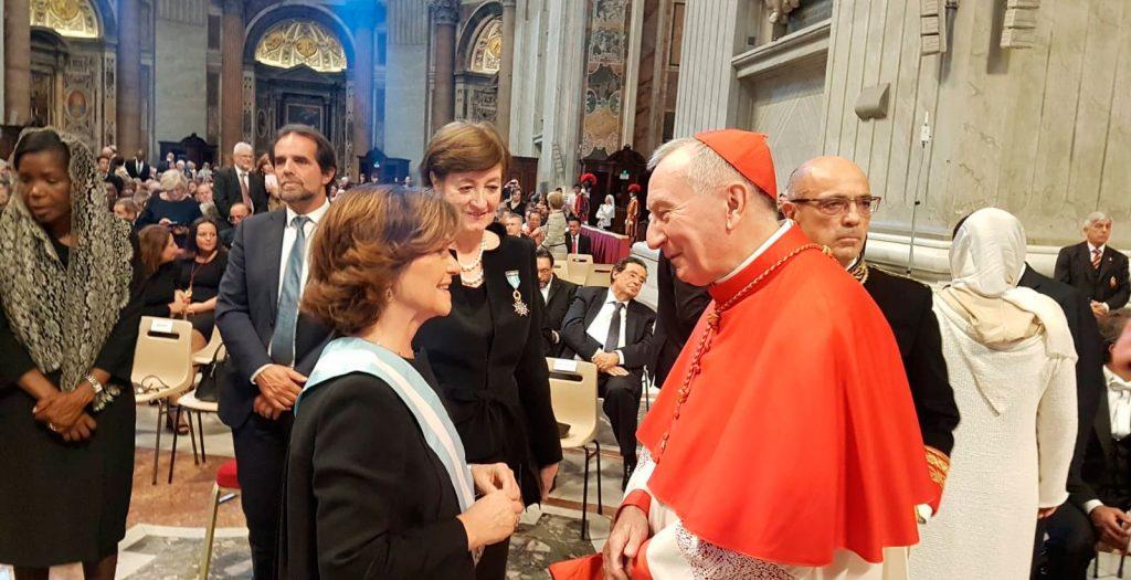 El cardenal Pietro Parolin y la vicepresidente del Gobierno de España, Carmen Calvo, durante un consistorio