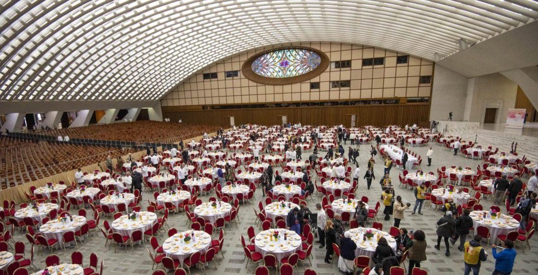 El aula Pablo VI, durante la preparación del almuerzo de la Jornada de los Pobres/EFE