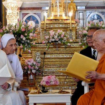 Francisco, en su encuentro con el patriarca supremo budista en Bangkok