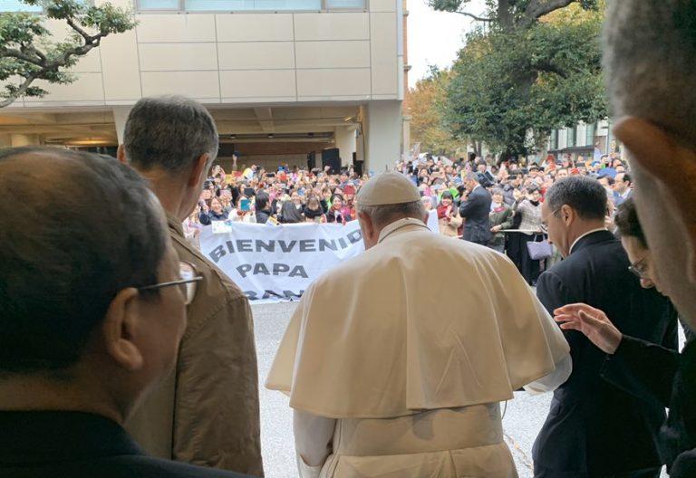 El Papa Francisco, a su llegada a la Universidad de Sophia