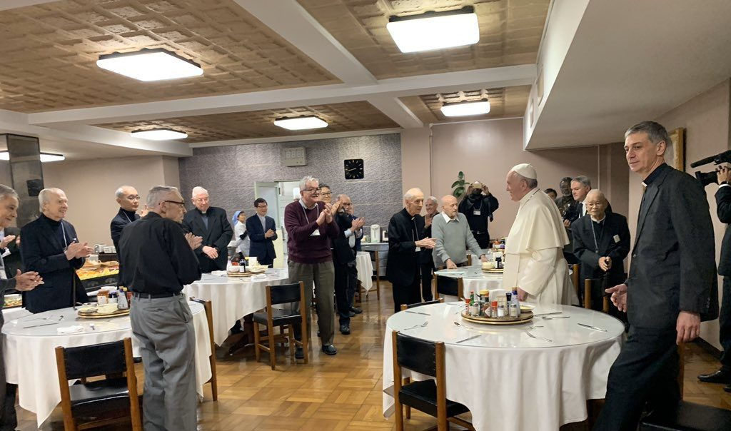 Francisco, durante el desayuno con los jesuitas en Tokio