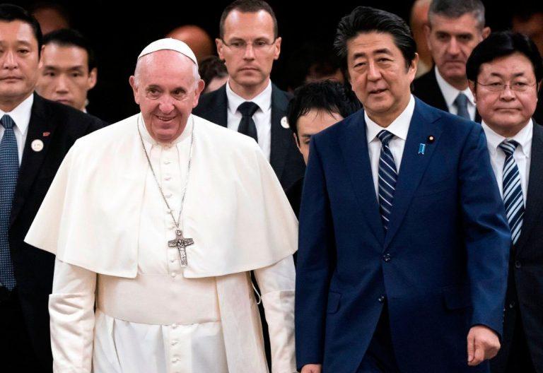 El papa Francisco, en su reunión con el primer ministro de Japón