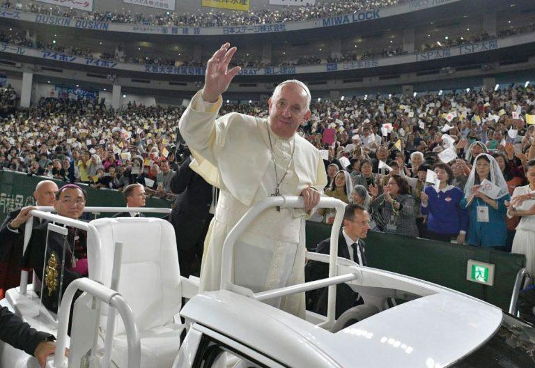 El papa Francisco, en la misa del Tokyo Dome