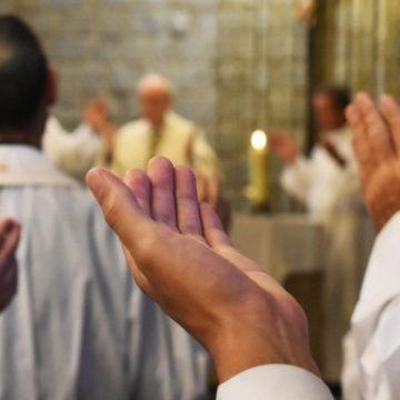Imagen de archivo de sacerdotes y eucaristía/REGNUM CHRISTI