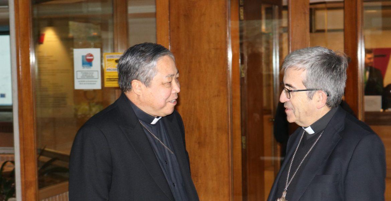 El nuncio Auza, con el secretario general del Episcopado, Luis Argüello