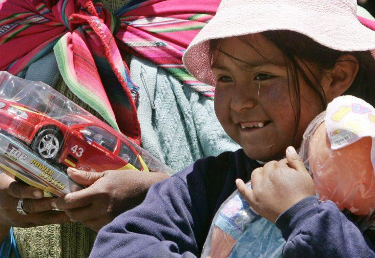 niña latina, pobreza