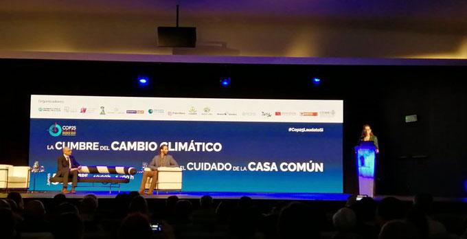 Adriana Opromolla, responsable Cambio Climático Caritas Internationalis, en el foro sobre Cambio Climático de la Fundación Pablo VI