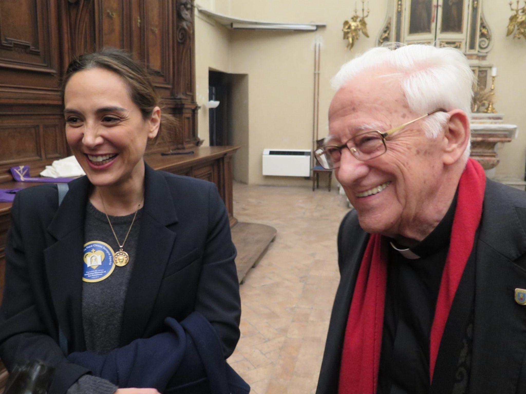 Tamara Falcó, junto al Padre Ángel en la inauguración de la nueva Iglesia 24 horas