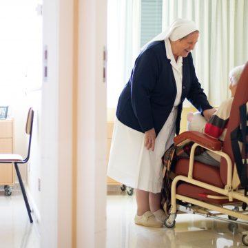 Religiosas que cuidan de sus hermanas