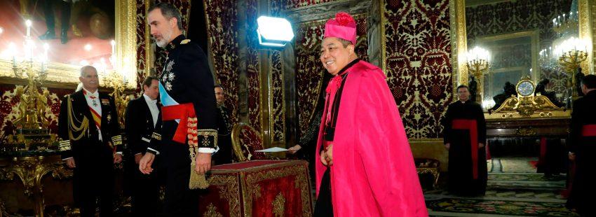 Bernardito Auza, nuncio en España, con el rey Felipe VI