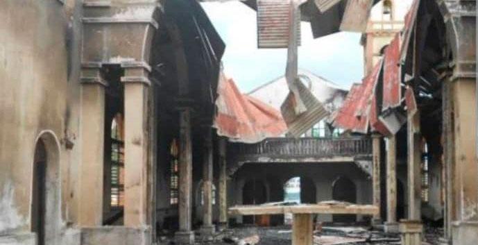 Catedral de Malabo, Guinea Ecuatorial, quemada