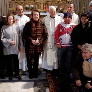 Raphael inaugura un dormitorio para sintecho en la iglesia 24 horas de Mensajeros de la Paz en Roma