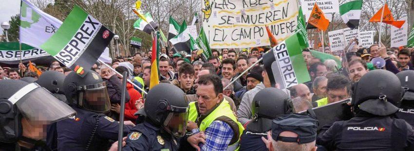 manifestaciones-agricultores-extremadura-policia