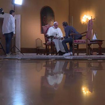 El papa Francisco en diálogo con el sacerdote Marco Pozza sobre el diablo