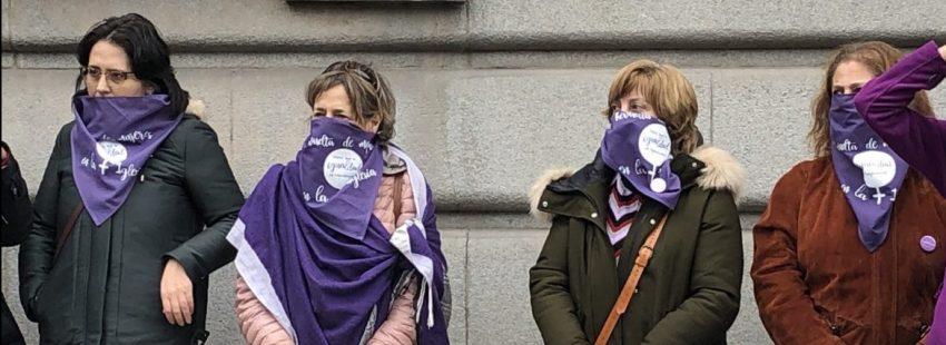 Algunas participantes de la protesta, durante el gesto sobre las mujeres silenciadas/ATE