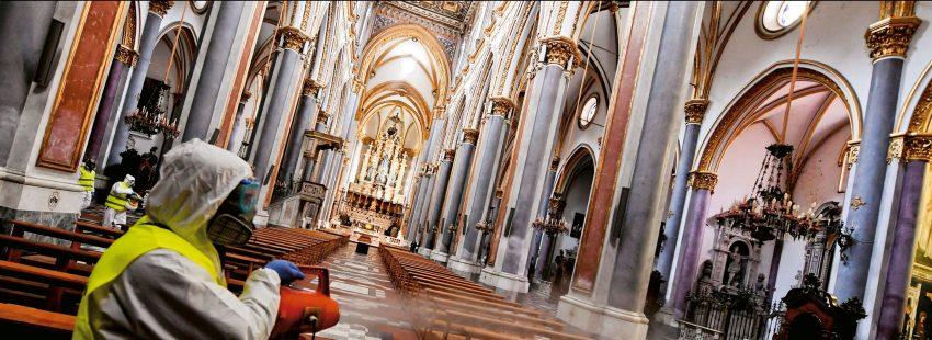 Interior de Iglesia desinfectando por coronavirus