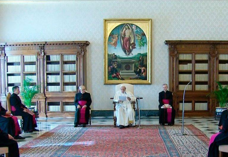 El papa Francisco, en la audiencia general en la biblioteca del Palacio Apostólico