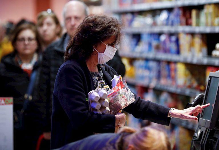 cornavirus-comercio-compra-supermercado-mujer-gente