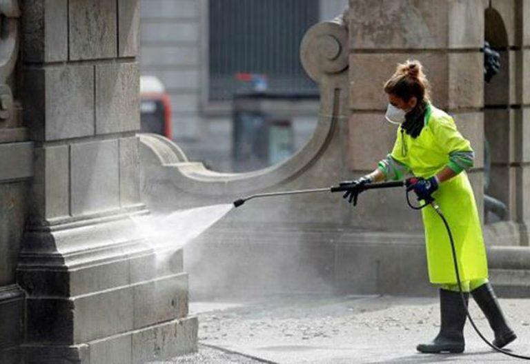 coronavirus-mujer-limpieza-desinfeccion-trabajo