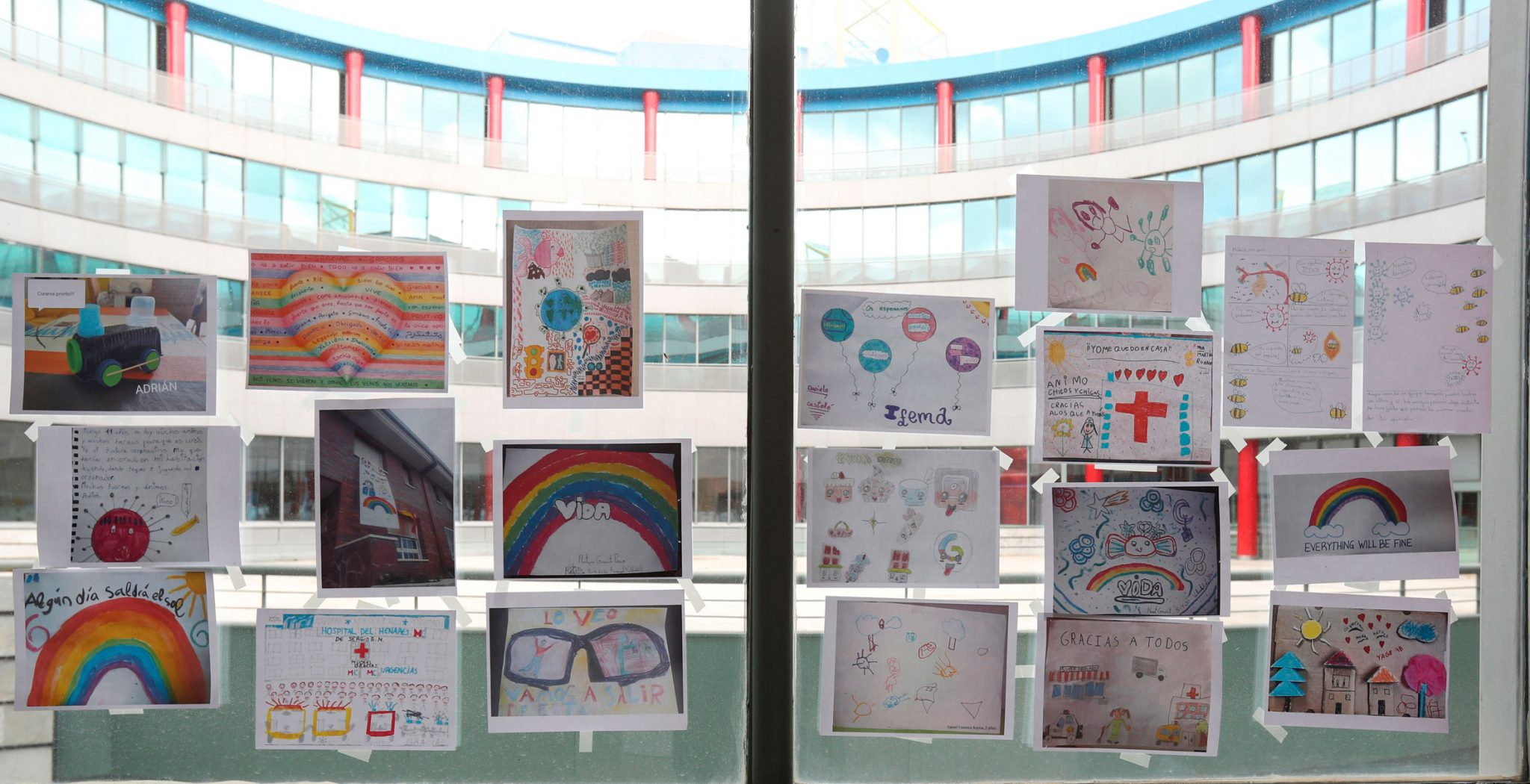 Dibujos en el hospital de IFEMA