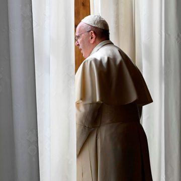 El papa Francisco, tras rezar el Regina Coeli
