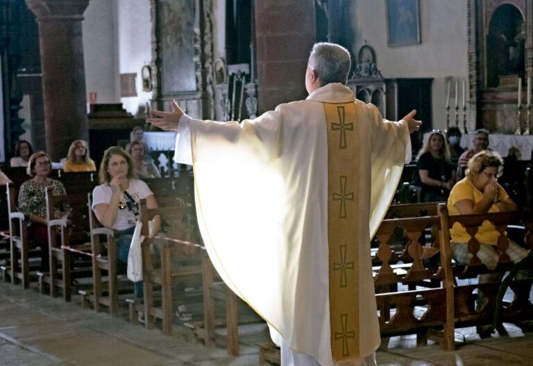 Primera misa tras el confinamiento, en La Gomera