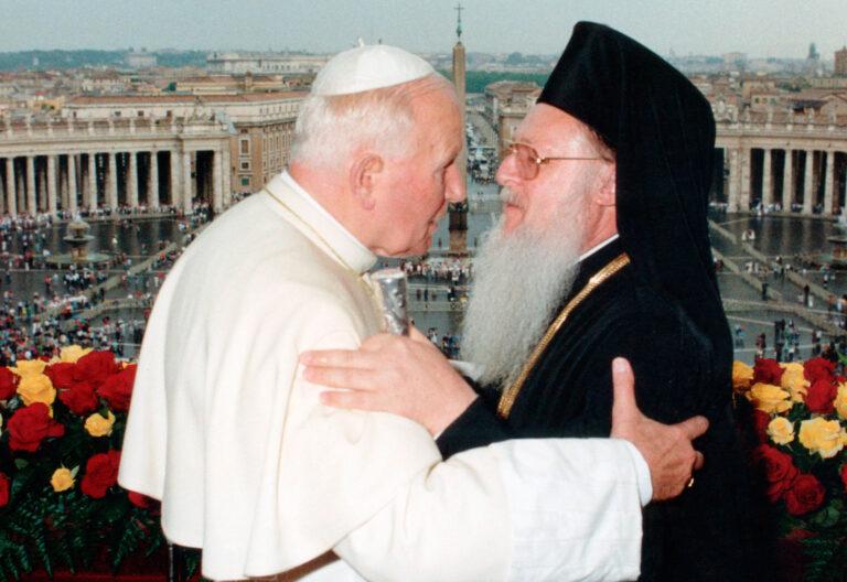 Juan Pablo II y Bartolomé I en la logia vaticana
