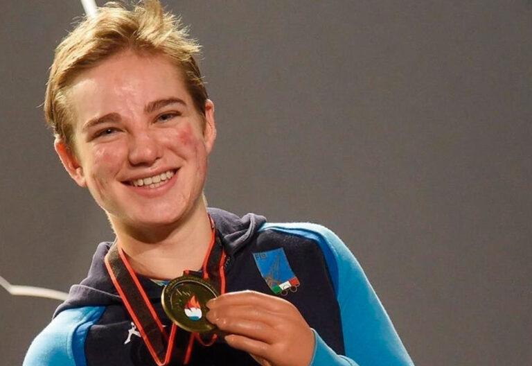 Campeona paralímpica italiana de esgrima, sin piernas ni brazos por culpa de una meningitis infantil.