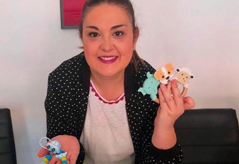 Laura Fernández vende artículos para bebés en Getafe