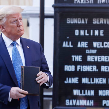 Trump-con-biblia