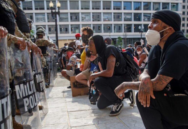 Varios manifestantes en Washington contra el asesinato de George Floyd. EFE