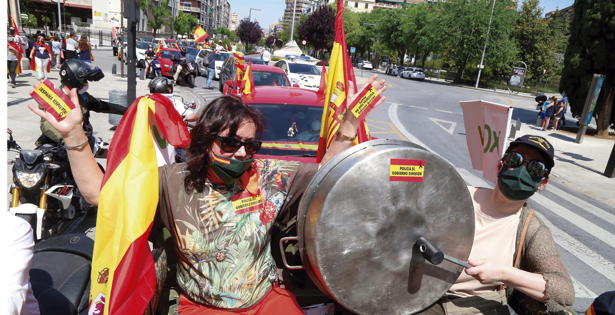 caceroladas, protestas contra el Gobierno por la crisis del coronavirus. Madrid