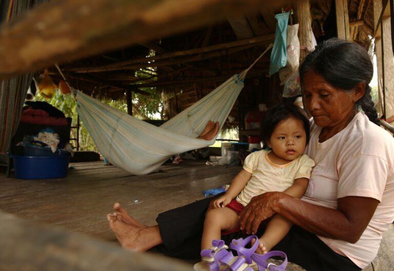 Indígenas en la Amazonía peruana