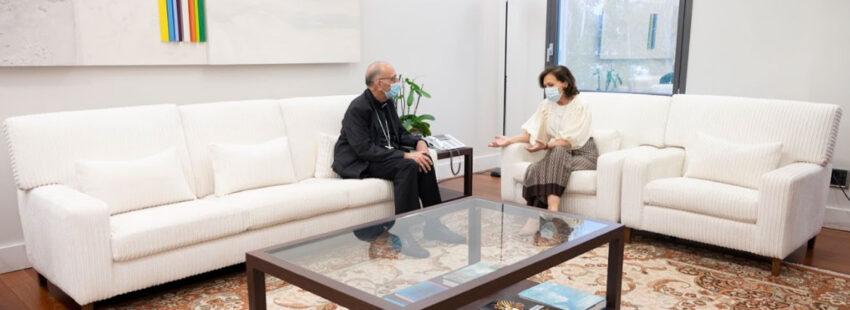 El cardenal Juan José Omella y la vicepresidenta del Gobierno, Carmen Calvo