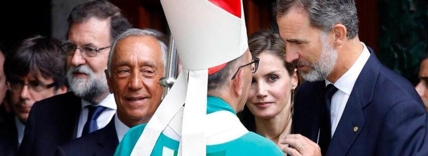 El cardenal arzobispo de Barcelona y presidente de la Conferencia Episcopal Española, Juan José Omella, junto al Rey Felipe VI