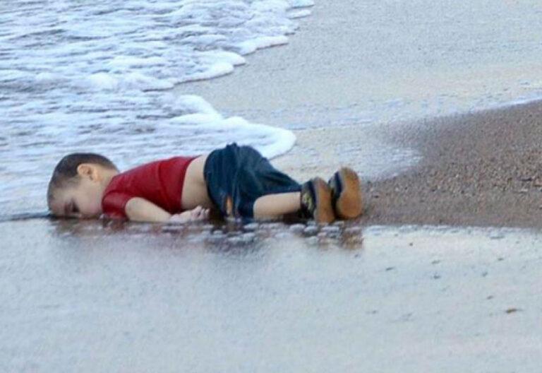 Aylan Kurdi, niño sirio refugiado muerto ahogado en una playa de Turquía drama migratorio en Europa 2 septiembre 2015
