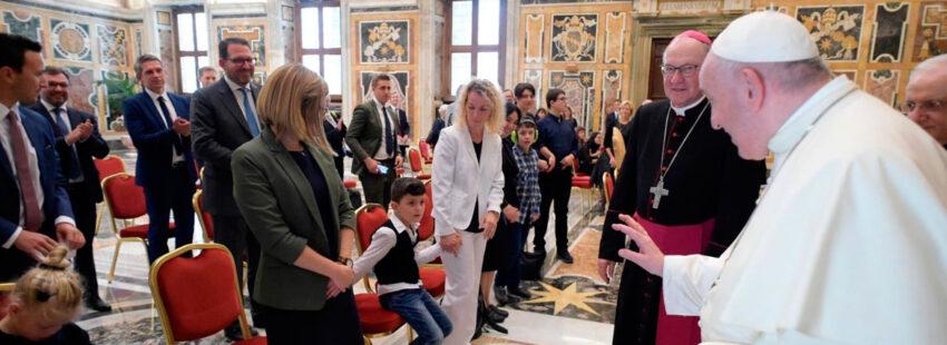 El papa Francisco en una audiencia con niños con autismo