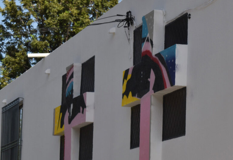 José Luis Puche interviene con cinco cruces en tres fachadas de la iglesia del Buen Pastor en Málaga