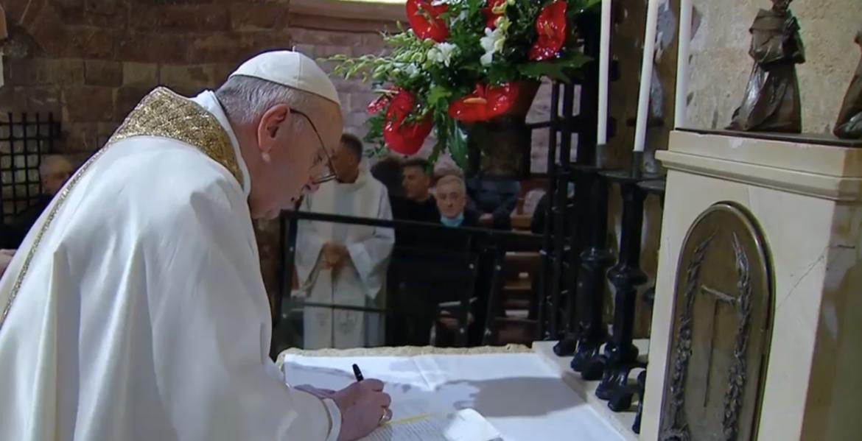 "El Papa firma su tercera encíclica ""Fratelli tutti"""